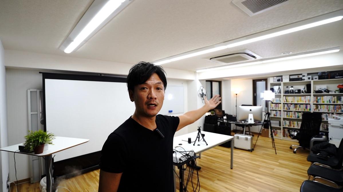 オフィスの壁とっぱらいました。ユーチューブ撮影する時の背景って気にしてますか?