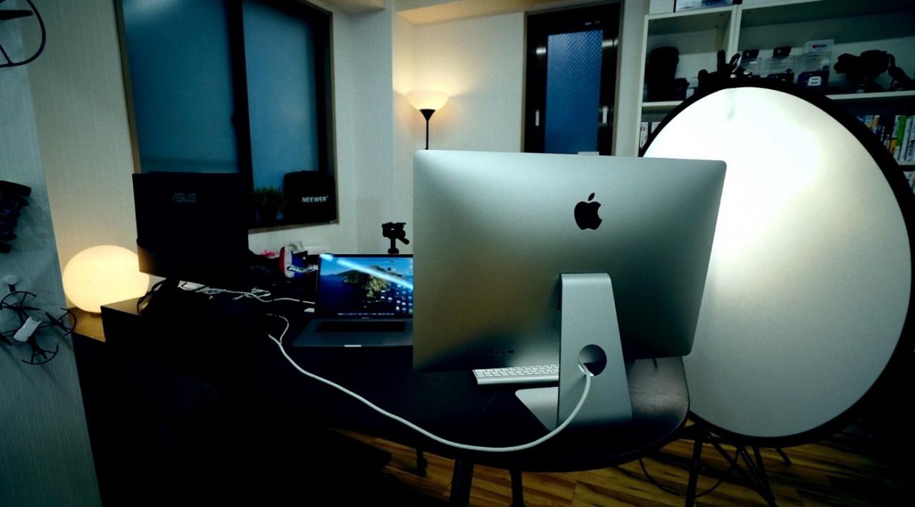 外部モニターを使ってプレゼンテーションをする時の、撮影の裏側お見せします。FITUEYESパソコン台