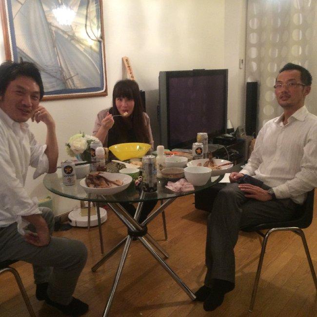 夕食食べながらもミーティング。