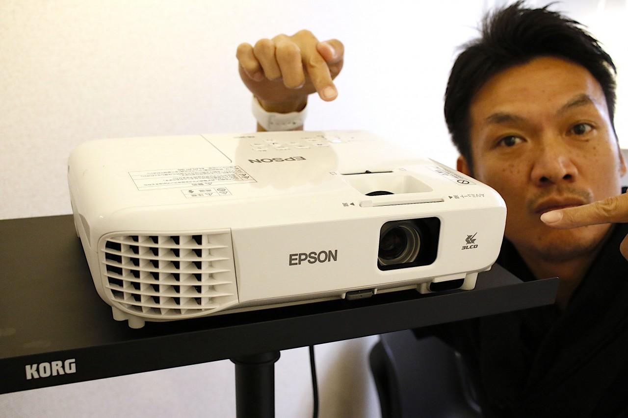 プロジェクター(epson)セミナー・プレゼン・会議にグッド プロジェクター台もいいの見つけました(kong