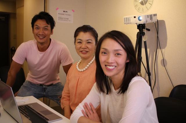 和田さんとミハさんがCMSの勉強をしに登場。